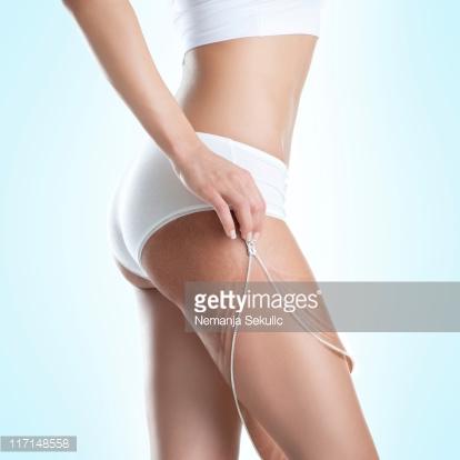 removendo celulite perna de mulher