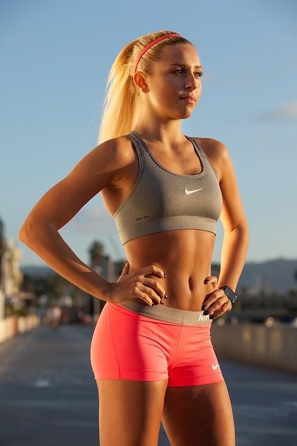 mulher magra corpo bonito atleta ectomorfa