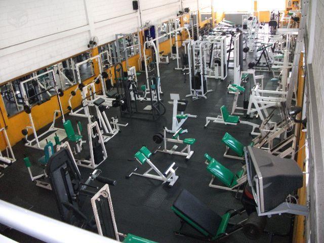 máquinas de musculação repetidas