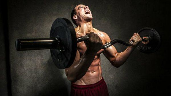 treinando rosca direta de forma intensa e pesada