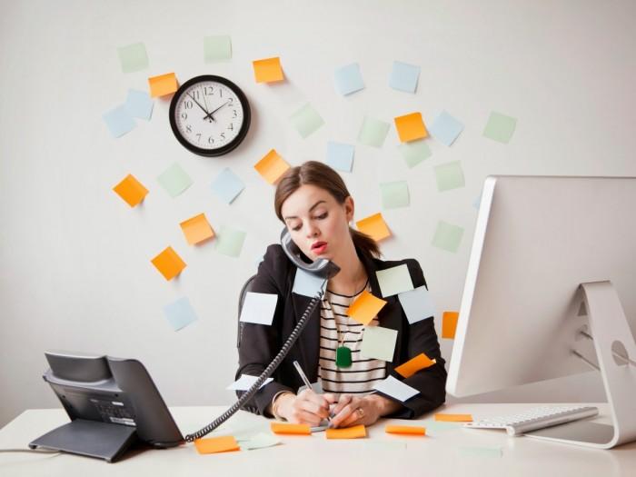 mulher workaholic trabalho exagerado